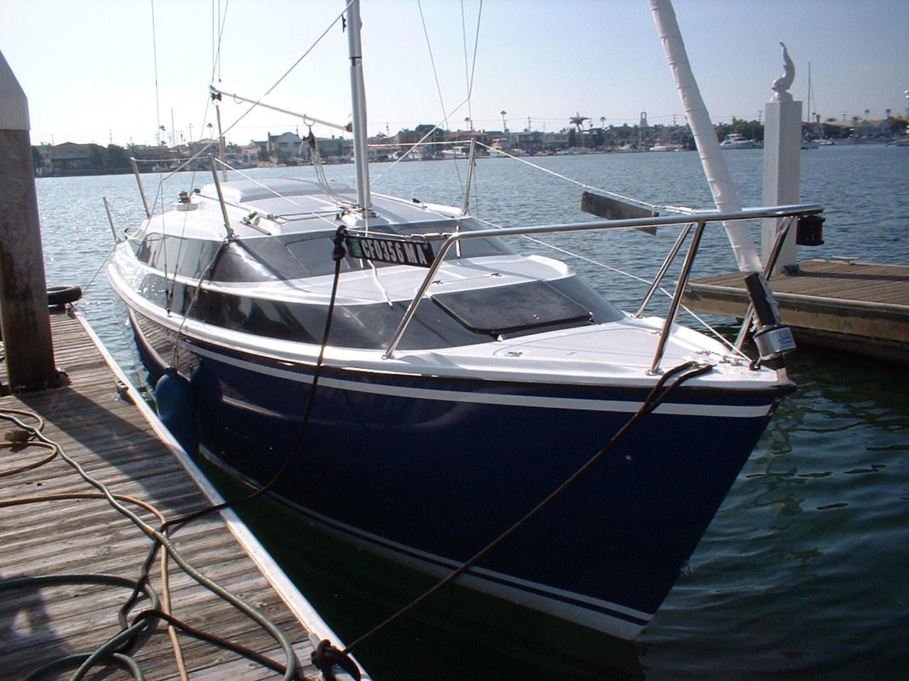 MacGregor 26M at dock