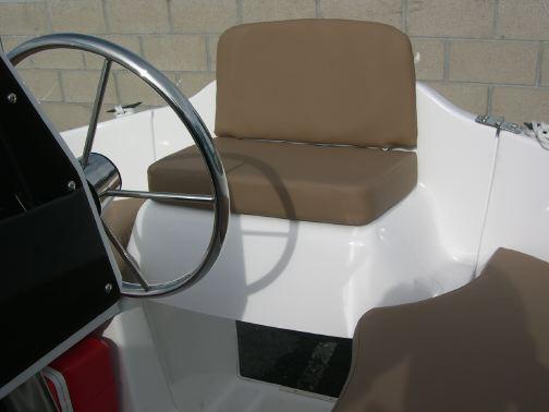 MacGregor 26M helm seat